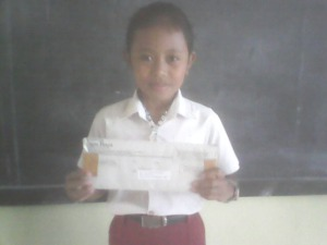 Devi Menerima Kiriman Hadiah Dari Majalaj Jaya Baya Jawa Timur